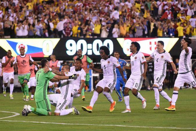 Colombia decepciona pero pasa