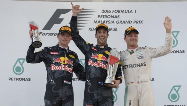 Ricciardo cortó la racha de Mercedes