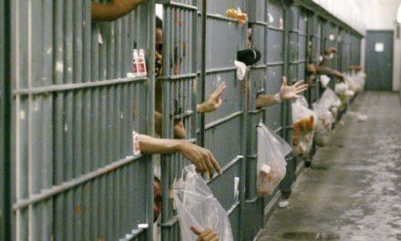Indemnizan presos hacinados