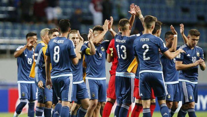 Argentina goleó pero debe esperar