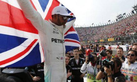 Verstappen gana, Hamilton grita campeón