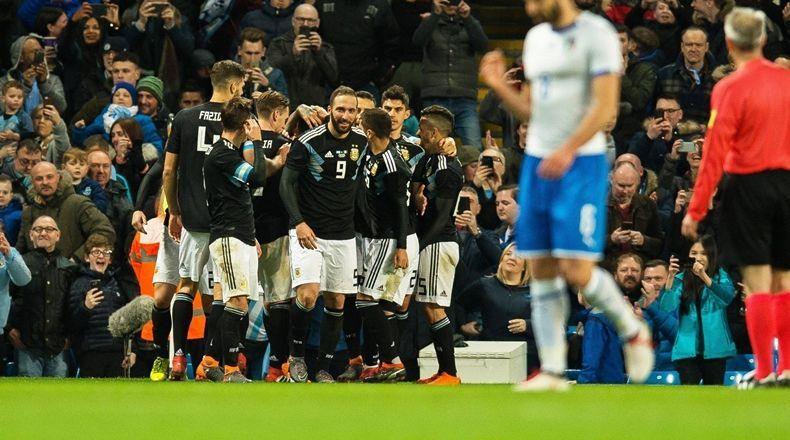 Argentina, sin Messi, se impuso ante Italia