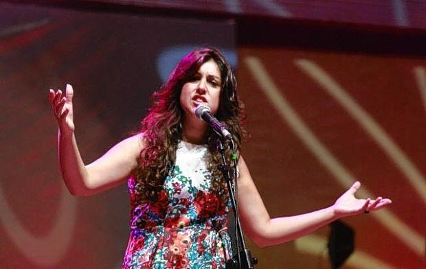 Daniela Azás cosecha nuevas y eternas canciones