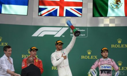 Hamilton prevalece en loca carrera
