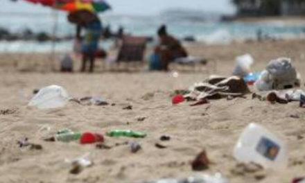 Buscan prohibir sorbetes y vasos plásticos