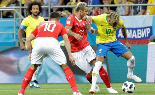 Brasil y Suiza a mano