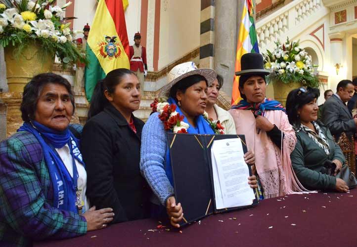 Bolivia en defensa de la mujer