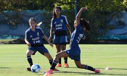 Fútbol femenino: gira y mundial