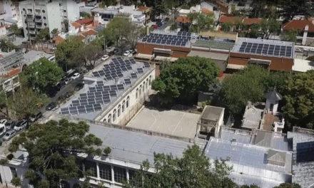 Paneles solares en escuelas públicas